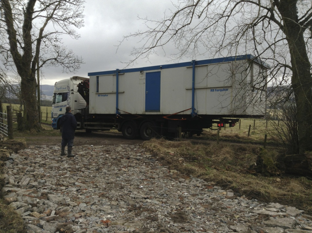 Cabin on lorry. Access track. Not compatible.